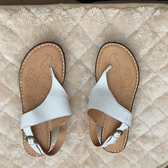 Born Shoes | Carlyle Sandals White Size